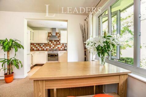 Redhill. 2 bedroom flat