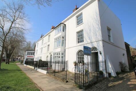 Oaks Road, Tenterden. 4 bedroom end of terrace house