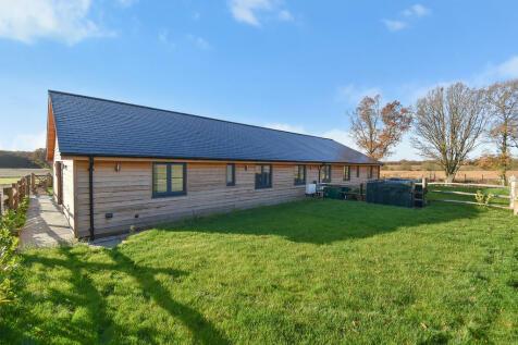 Lenham Road, Headcorn. 3 bedroom semi-detached bungalow