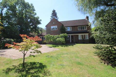 Ashford Road, Bethersden. 4 bedroom detached house