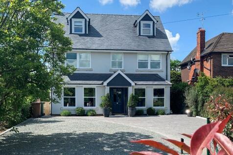 Canterbury Road, Kennington, Ashford. 4 bedroom detached house