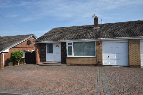 11 Ffordd Cynan, Wrexham, Wrexham (County of), LL12. 3 bedroom semi-detached bungalow