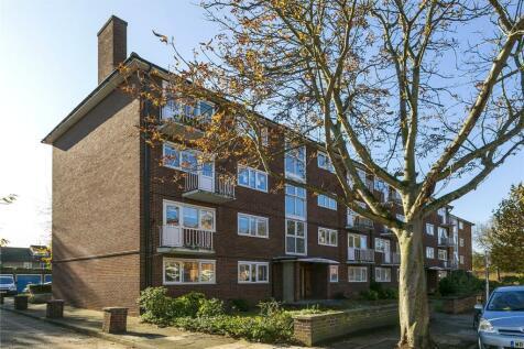 Garden Court, Lichfield Road, Kew, Richmond, TW9. 3 bedroom apartment