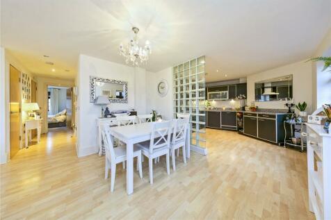 Blake Mews, High Park Road, Kew, Richmond, TW9. 1 bedroom apartment
