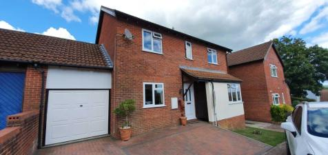 Beasely Court, Chard. 4 bedroom link detached house