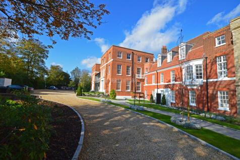 Rosary Manor, The Ridgeway, Mill Hill Village. 3 bedroom apartment