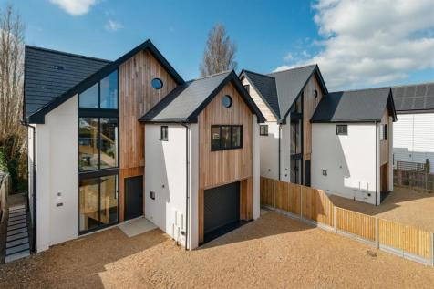 Allan Road, Seasalter, Whitstable. 4 bedroom detached house for sale