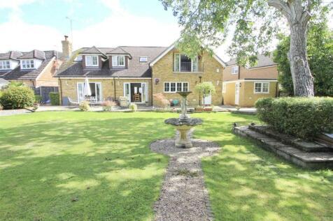 Willow Crescent West, Denham. 5 bedroom detached house