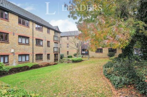 Castle Court, Champion Road, Sydenham, SE26. Studio flat