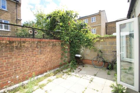 Bamatt House, Old Kent Road, SE1. 2 bedroom apartment
