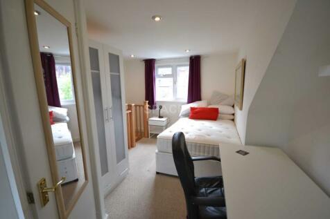Foxhill Road, Reading, Berkshire, RG1 5QR. 4 bedroom terraced house
