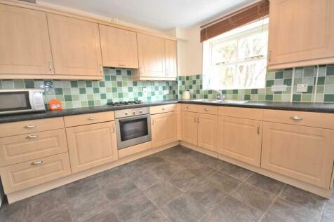 Brighton Road, Reading, Berkshire, RG6 1PX. 4 bedroom end of terrace house