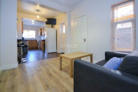 Norris Road, Earley. 5 bedroom terraced house