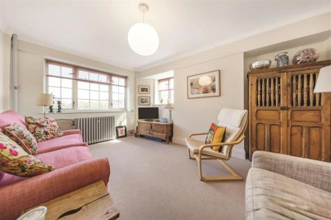 Stamford Court, Goldhawk Road, W6. 1 bedroom flat