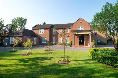 Charlton Park Gate, Cheltenham, Gloucestershire, GL53. 6 bedroom detached house
