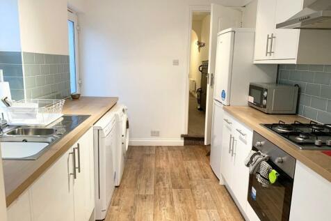 Ripley Road, Swindon, Wiltshire, SN1. 3 bedroom terraced house