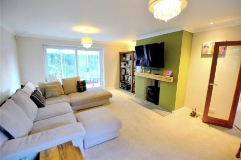 Russell Gardens, St. Ives, Ringwood, Dorset, BH24. 3 bedroom detached house