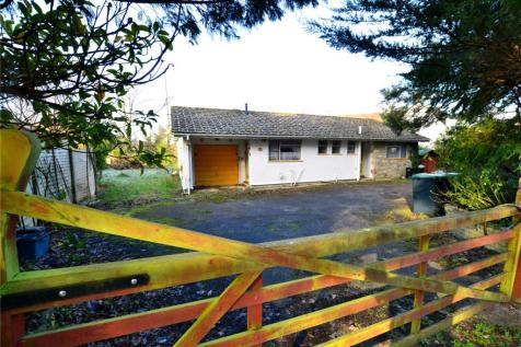 Woolsbridge Road, St. Leonards, Ringwood, Dorset, BH24. 3 bedroom bungalow