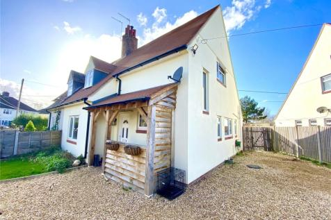 Manor Road, Ringwood, Hampshire, BH24. 3 bedroom semi-detached house