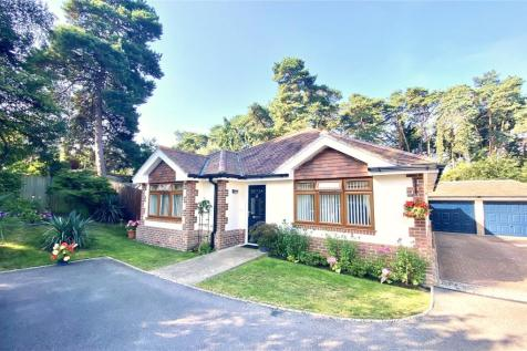 The Elms, St. Ives, Ringwood, Dorset, BH24. 3 bedroom bungalow