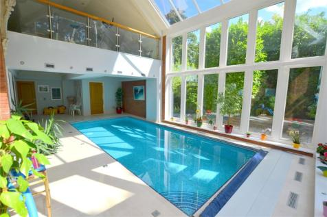 Avon Castle Drive, Ringwood, Hampshire, BH24. 6 bedroom detached house for sale