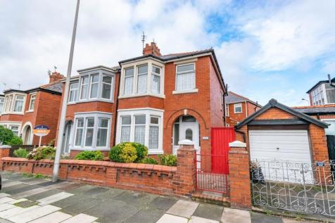 Bloomfield Road, Blackpool, FY1. 3 bedroom property