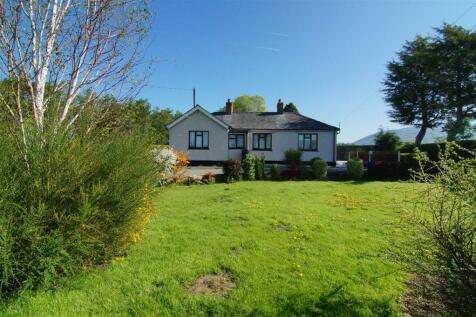Bodfari, Denbigh, North Wales - Detached / 2 bedroom detached house for sale / £150,000
