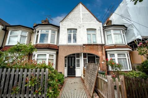 Eastcombe Avenue, London, SE7. 3 bedroom flat