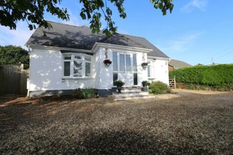 83 Pilford Heath Road, Wimborne, Dorset, BH21 2LY. 5 bedroom detached house