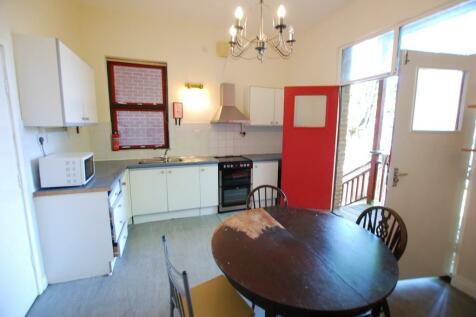 Moor End Road,. 4 bedroom detached house