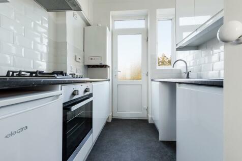 Dyke Road, BN1. 2 bedroom flat