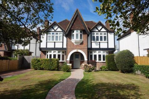 Colcokes Road, Banstead. 4 bedroom detached house