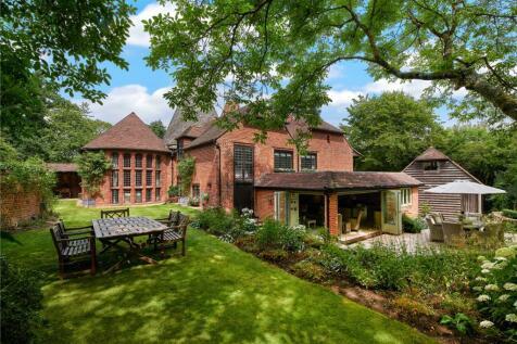 Pitt Lane, Frensham, Farnham, Surrey, GU10. 5 bedroom detached house for sale