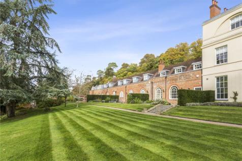 The Courtyard, Moor Park House Way, Farnham, Surrey, GU10. 3 bedroom mews house for sale