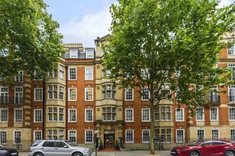 Coleherne Court, Old Brompton Road, London, SW5. 4 bedroom flat
