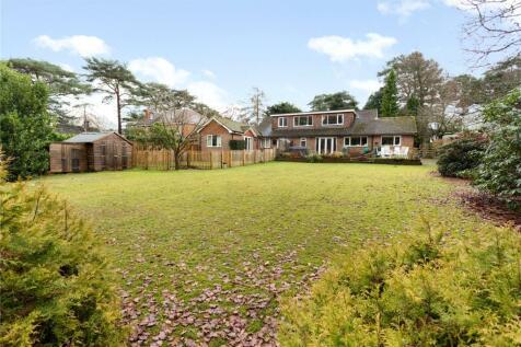 Linkside North, Hindhead, Surrey, GU26. 4 bedroom detached house