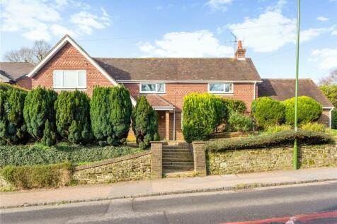 Haslemere Road, Fernhurst, Haslemere, Surrey, GU27. 4 bedroom detached house