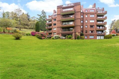 Oak Lodge, Lythe Hill Park, Haslemere, Surrey, GU27. 2 bedroom flat