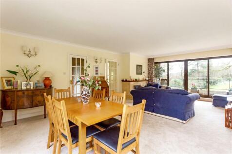 Oak Lodge, Lythe Hill Park, Haslemere, Surrey, GU27. 2 bedroom mews house