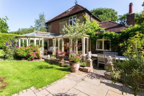 Gostrode Lane, Chiddingfold, Godalming, Surrey, GU8. 3 bedroom detached house