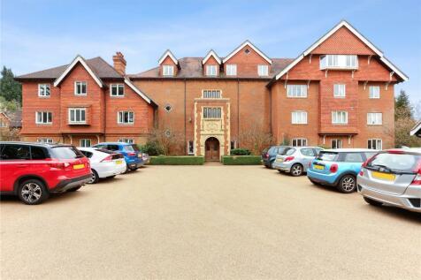Whitwell Hatch, Scotland Lane, Haslemere, Surrey, GU27. 2 bedroom flat