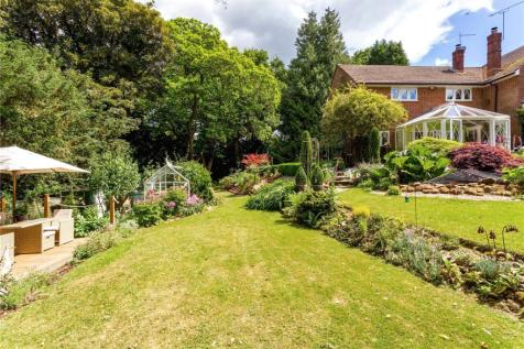 Woolmer Hill, Haslemere, Surrey, GU27. 3 bedroom semi-detached house
