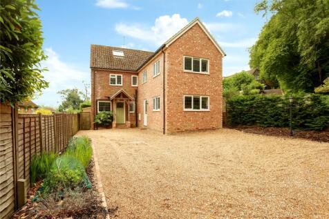 Woolmer Hill Road, Haslemere, Surrey, GU27. 4 bedroom detached house