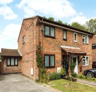 Puttocks Close, Haslemere, Surrey, GU27. 3 bedroom semi-detached house