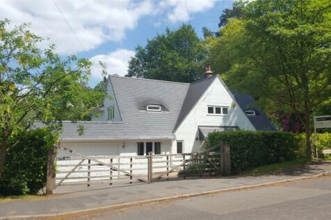 Linkside East, Hindhead, Surrey, GU26. 4 bedroom detached house