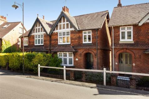 Glebe Villas, North Street, Petworth, West Sussex, GU28. 2 bedroom semi-detached house