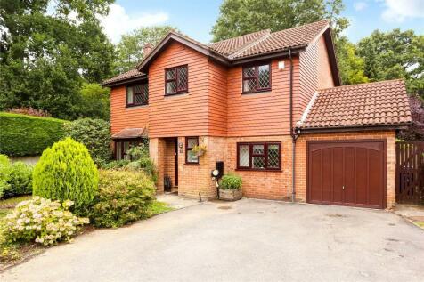 Bunch Way, Haslemere, Surrey, GU27. 4 bedroom detached house