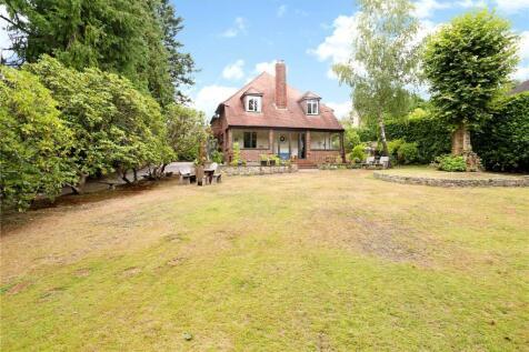 Hindhead Road, Hindhead, Surrey, GU26. 3 bedroom detached house