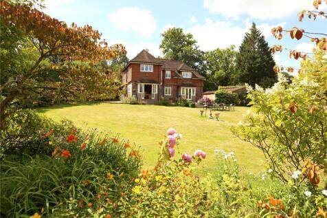 Grayswood Road, Haslemere, Surrey, GU27. 4 bedroom detached house