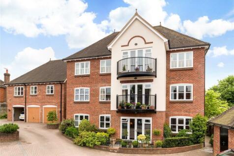 Penfold Manor, High Street, Haslemere, Surrey, GU27. 2 bedroom flat